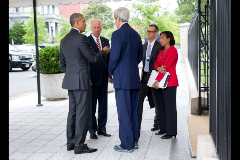 President Barack Obama talks with Vice President Joe Biden, Secretary of State John Kerry, National Security Advisor to the Vice President Colin Kahl and National Security Advisor Susan E. Rice outside the West Wing of the White House, July 15, 2015. White House photo by Pete Souza