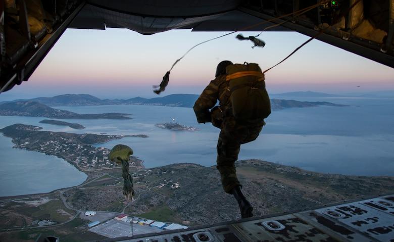 Risultati immagini per hellenic paratroopers