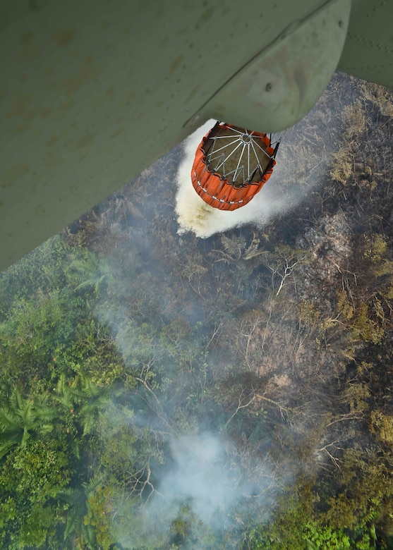 A CH-47 Chinook assigned to the 1st Battalion, 228th Aviation Regiment, Joint Task Force Bravo at Soto Cano Air Base, Honduras, dumps water from a Bambi Bucket during a firefighting mission in the Darién province of Panama, April 18, 2016. The Chinook's Bambi Bucket can hold and dump up to 2,000 gallons of water and was flown directly over areas where fire was burning to douse the fire from overhead. (U.S. Air Force photo by Staff Sgt. Siuta B. Ika)