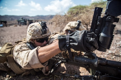 U.S. Marines with the 13th Marine Expeditionary Unit, load a M-240 Bravo while conducting weapons familiarization training and drills on Range TC-02 during Western Pacific Deployment 16-1, Djibouti, Africa, April 17, 2016. The 13th MEU is deployed in support of maritime security operations and theater cooperation efforts in the U.S. 5th fleet area of operations (U.S. Marine Corps photo by Sgt. Hector de Jesus/RELEASED)