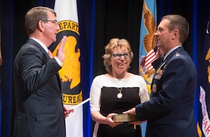 Defense Secretary Ash Carter administers the oath of office to incoming National Guard Bureau chief Air National Guard Gen. Joseph Lengyel, Aug. 3, 2016, at the National Guard Bureau change of responsiblity ceremony at the Pentagon.