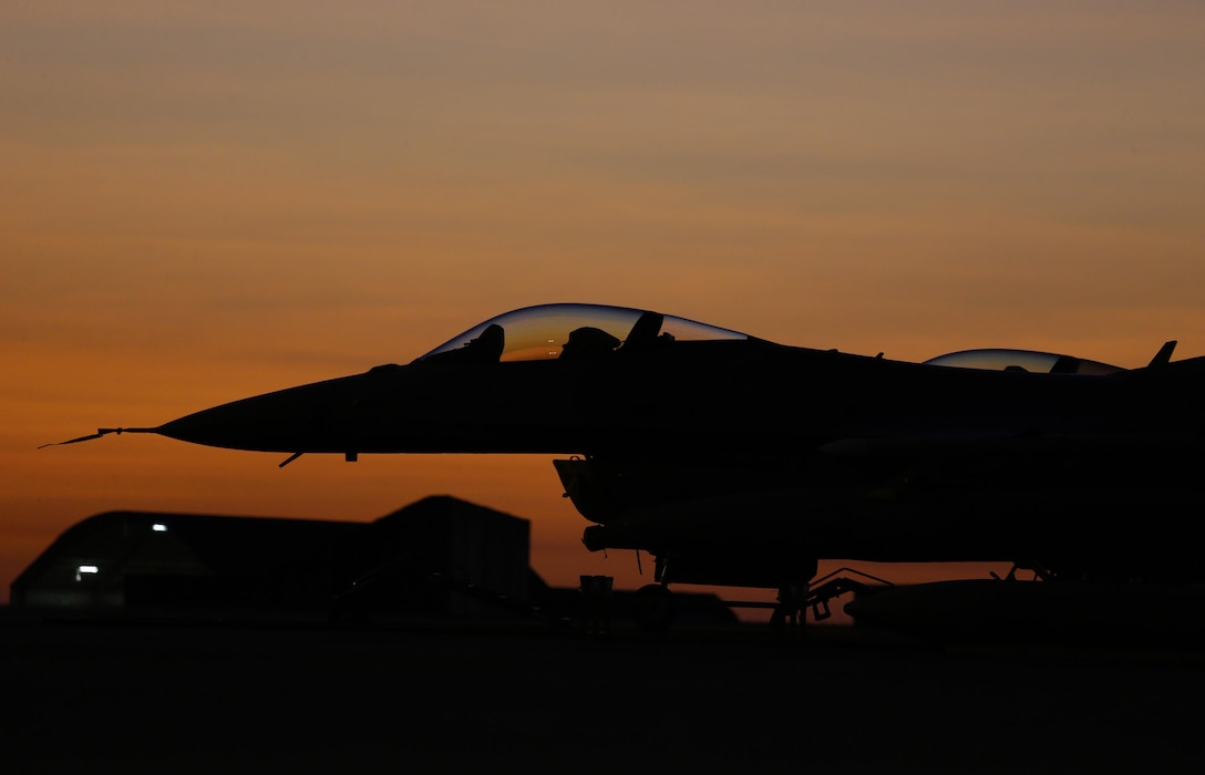 A U.S. Air Force F-16 aircraft sits on the flightline at Royal Australian Air Force (RAAF) Base Darwin during Exercise Pitch Black 2016 (PB16), Aug. 4, 2016. PB16 is scheduled from July 29-19 Aug, 2016, and is the RAAF Chief of Air Force's biennial capstone international engagement activity with forces drawn from a wide range of regional, coalition and allied nations. (Australian Defence Force photo by LSIS Jayson Tufrey)