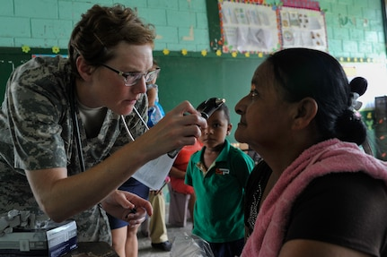 U.S. Army Capt. Angela Hunter, Joint Task Force-Bravo Medical Element physician assistant, inspects the eyes of an elderly woman during a Medical Readiness Training Exercise operation in Trujillo, Honduras, July 29, 2016. During the MEDRETE, MEDEL treated more than 1,000 host nation personnel over two days. (U.S. Air Force photo by Staff Sgt. Siuta B. Ika)