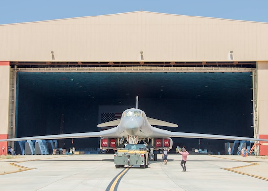 Back in BAF: B-1B Lancer returns to Benefield Anechoic ...