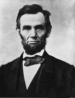 """At the outbreak of hostilities between the states, President Abraham Lincoln declared Vicksburg """"the key,"""" and said """"the war can never be brought to a close until that key is in our pocket."""""""