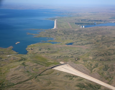President Franklin D. Roosevelt authorized the Fort Peck project in 1933, during the midst of the Great Depression. More than 7,000 men and women signed on to work on the dam in 1934 and 1935. Employment peaked at nearly 11,000 dam workers in 1936, and thousands more swarmed to Montana to set up businesses. More than eighteen boomtowns sprang up in the vicinity.
