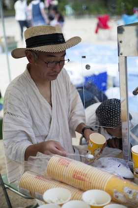 A Japanese local prepares popcorn for guests attending the Bon-Odori Yukata-Experience festival in the Yokoyama area of Iwakuni, Japan, Aug. 13, 2016. The festival consisted of refreshments, snacks, dancing and honoring those who passed. (U.S. Marine Corps photo by Lance Cpl. Joseph Abrego)