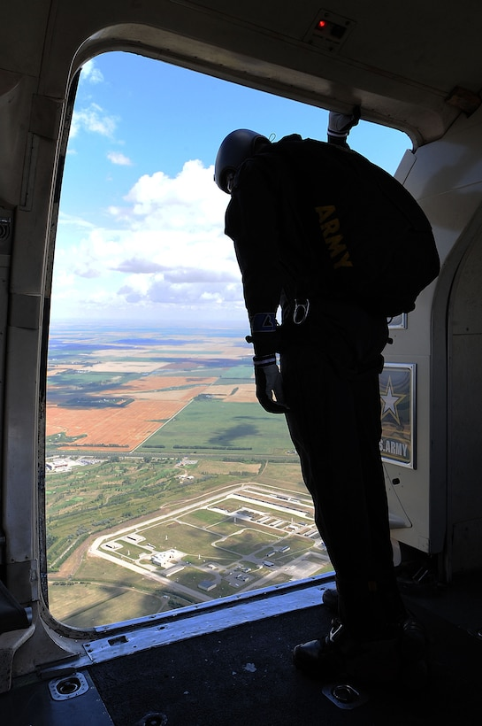 A member of the U.S. Army Golden Knights looks out over the Northern Neighbors Day Air Show at Minot Air Force Base, N.D., Aug. 13, 2016. The team performs parachute demonstrations at air shows, major league football and baseball games, and other special events, connecting the Army with the American people. (U.S. Air Force photo/Senior Airman Kristoffer Kaubisch)