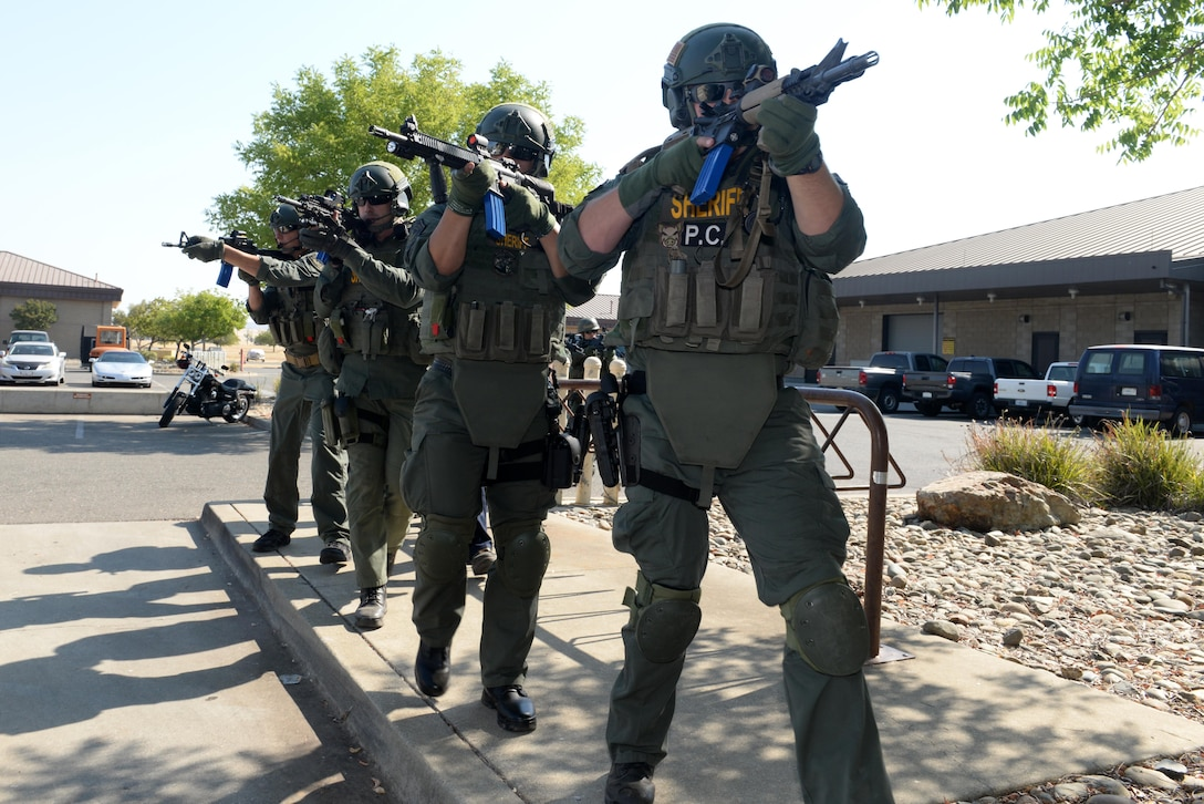 Yuba County Sheriff's Department SWAT prepares to breach a building during an active shooter exercise Aug. 17, 2016, at Beale Air Force Base, California. Beale personnel and Yuba County SWAT worked cohesively to extract individuals on lockdown and eliminate the simulated threat. (U.S. Air Force photo by Senior Airman Ramon A. Adelan)