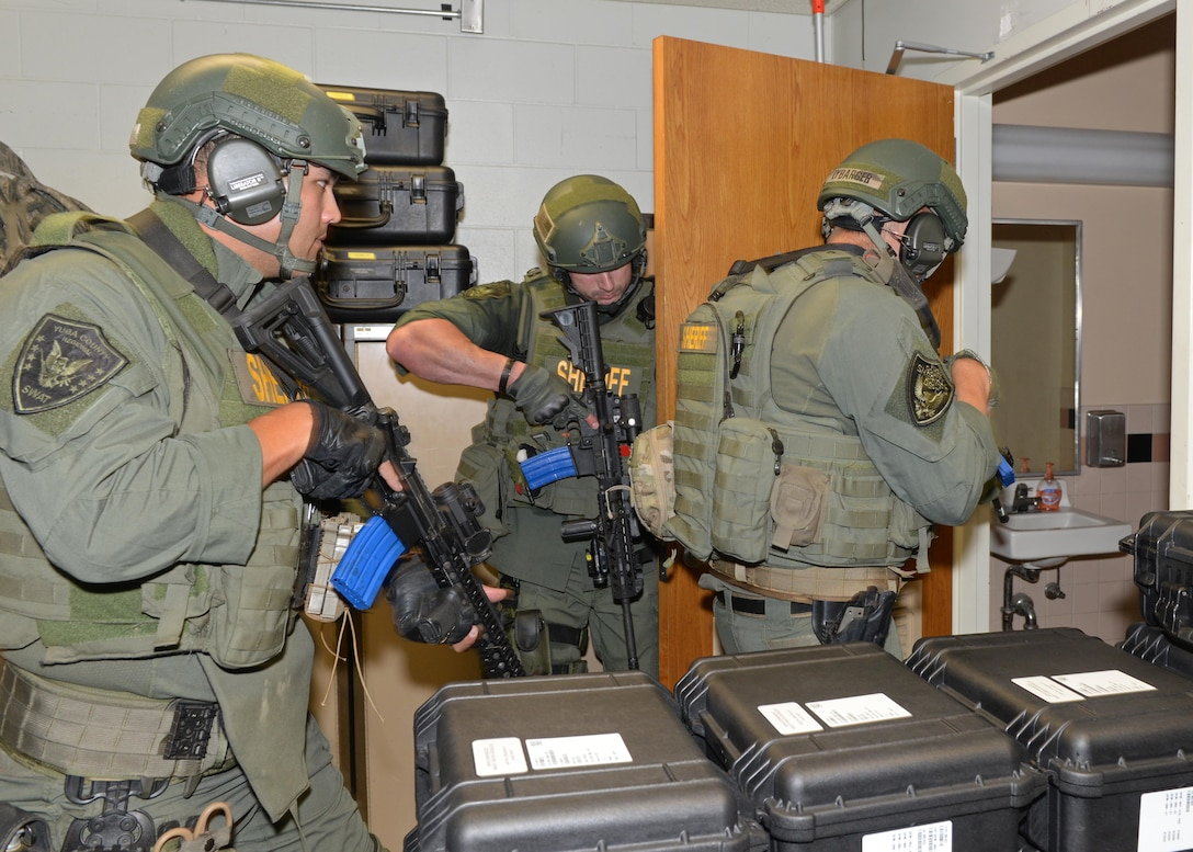 Yuba County Sheriff's Department SWAT breach and search a building during an active shooter exercise Aug. 17, 2016, at Beale Air Force Base, California. Beale personnel and Yuba County SWAT worked cohesively to extract individuals on lockdown and eliminate the simulated threat. (U.S. Air Force photo by Senior Airman Ramon A. Adelan)