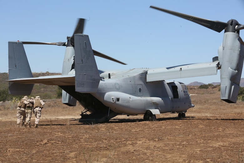Marines with 5th Battalion, 11th Marine Regiement, assist a simulated casualty onto an MV-22B Osprey during a casualty evacuation exercise aboard Marine Corps Base Camp Pendleton, Calif., Aug. 17. Marine Medium Tiltrotor Squadron (VMM) 161 supported 5th Battalion, 11th Marines, in order to increase proficiency in conducting CAS EVACS. (U.S. Marine Corps photo by Pfc. Jake M. T. McClung/Released)
