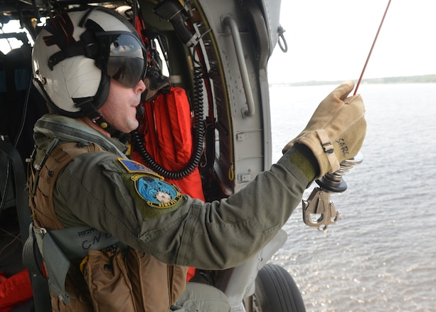 AVIATION RESCUE SWIMMER CAREERS