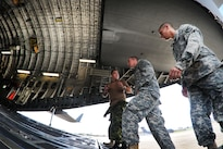 U.S. and Canadian soldiers discus different techniques and methods for uploading vehicles onto an Canadian air force Globemaster III aircraft in Greenville, S.C., Aug. 13, 2016. Army National Guard photo by Staff Sgt. Roby Di Giovine