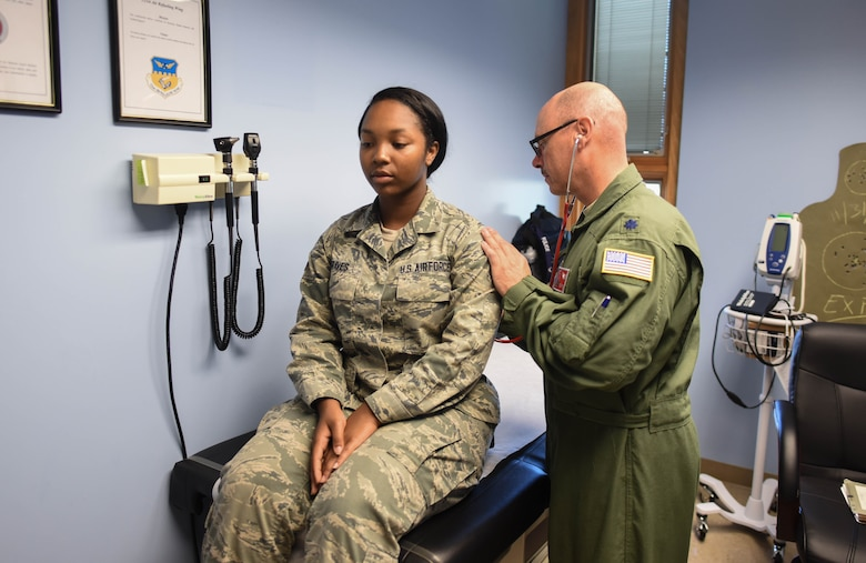 U.S. Air Force Lt. Col. Richard D Pulice, a physician's assistant with the 121st Medical Group, examines Senior Airman Tiera Graves, with the 121st Force Support Squadron, Aug. 8, 2016 at Rickenbacker Air National Guard Base, Ohio. Pulice was recently awarded the Ohio Health Care Worker of the Year for 2016 for his outstanding work with the Louis Stokes Cleveland VA Medical Center. (U.S. Air National Guard photo by Airman 1st Class Ashley Williams/Released)