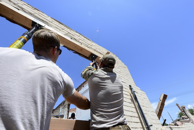 U.S. Airmen from the 48th Rescue Squadron secure struts in the window of a collapsed structure in Tucson, Ariz., Aug. 25, 2016. The 48th RQS provides highly trained personnel recovery experts capable of quickly and effectively executing personnel recovery operations across the spectrum of conflict. (U.S. Air Force photo by Airman Nathan H. Barbour)