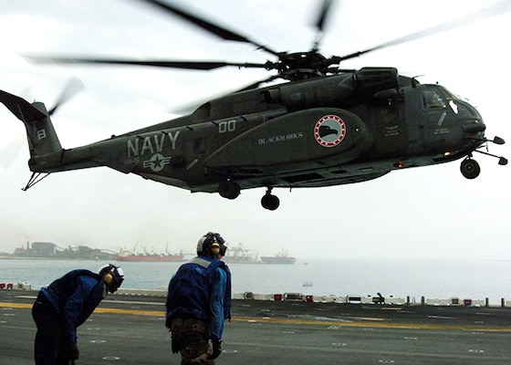 """Persian Gulf (Jan. 10, 2005) - An MH-53E Sea Dragon helicopter, assigned to the """"Blackhawks"""" of Helicopter Mine Countermeasures Squadron Fifteen (HM-15), lands on the flight deck aboard the amphibious assault ship USS Essex (LHD 2). Essex is undergoing preparations to support Operation Unified Assistance, the humanitarian operation effort in the wake of the Tsunami that struck South East Asia."""