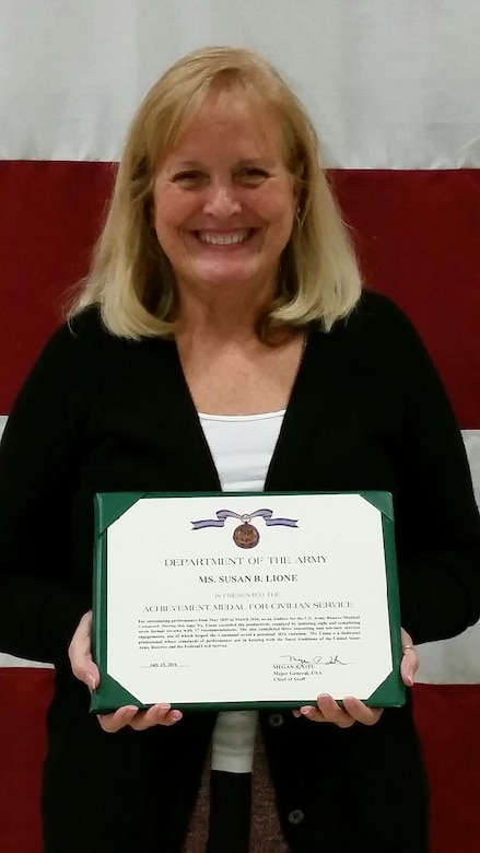 Ms. Susan Lione, auditor with the U.S. Army Reserve Medical Command's Internal Review Office, receives the Army Achievement Medal for Civilian Service for her selection as the Army Reserve Auditor of the Year from May 2015 to March 2016 during the USARC Internal Review FY16 Annual Training Symposium in Orlando, Florida, on Aug. 9.