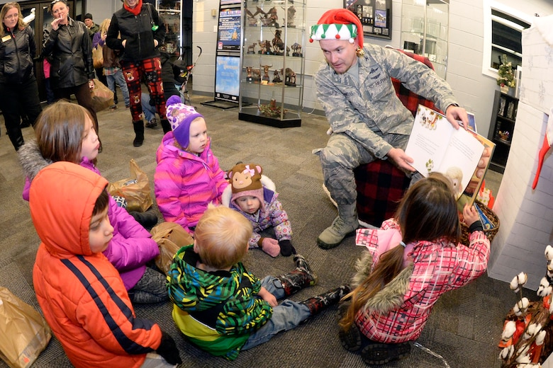 Col. David Dunklee, 75th Air Base Wing vice commander, entertains children with Christmas stories Nov. 30 at the Hill Air Force Base Arts & Crafts Center. (U.S. Air Force photo by Todd Cromar)