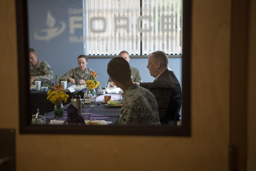 Deputy Defense Secretary Bob Work speaks with Air Force officers and enlisted personnel during a lunch at the dining hall at Davis-Monthan Air Force Base in Tucson, Ariz., Dec. 2, 2016. DoD photo by Army Sgt. Amber I. Smith