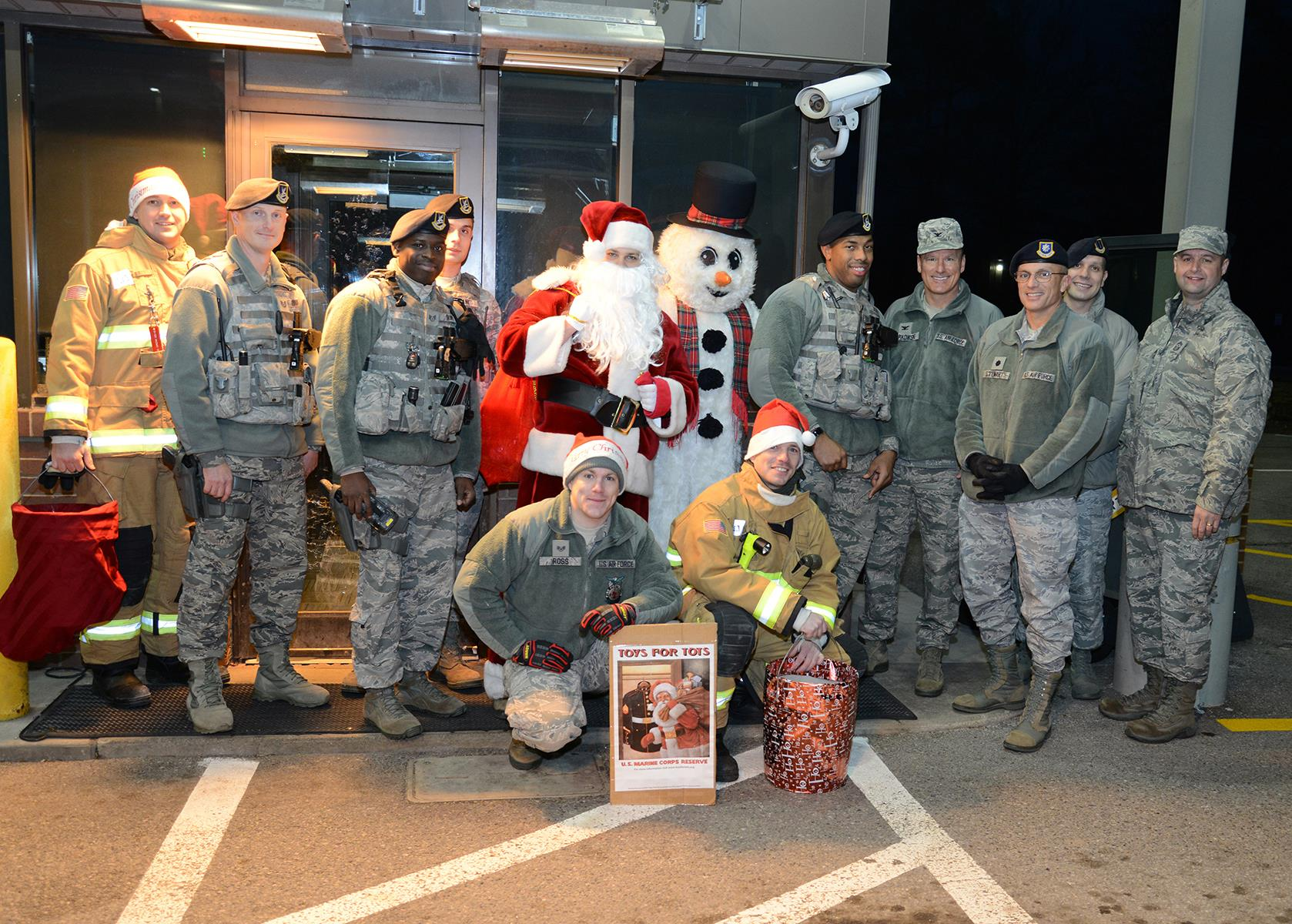 Youngstown Toys For Tots Helps Fill Santa S Bag