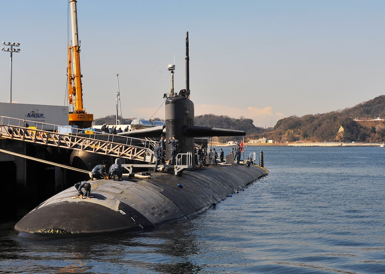 Official U.S. Navy file photo of Los Angeles-class attack submarine USS Louisville (SSN 724).