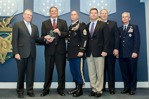 Frank Kendall, undersecretary of defense for acquisition, technology and logistics, left, presents members of U.S. Special Operations Command with a Bronze Award during a ceremony at the Pentagon, Dec. 8, 2016. Deputy Defense Secretary Bob Work, center right, and Air Force Gen. Paul J. Selva, vice chairman of the Joint Chiefs of Staff, participated in the event. DoD photo by EJ Hersom.