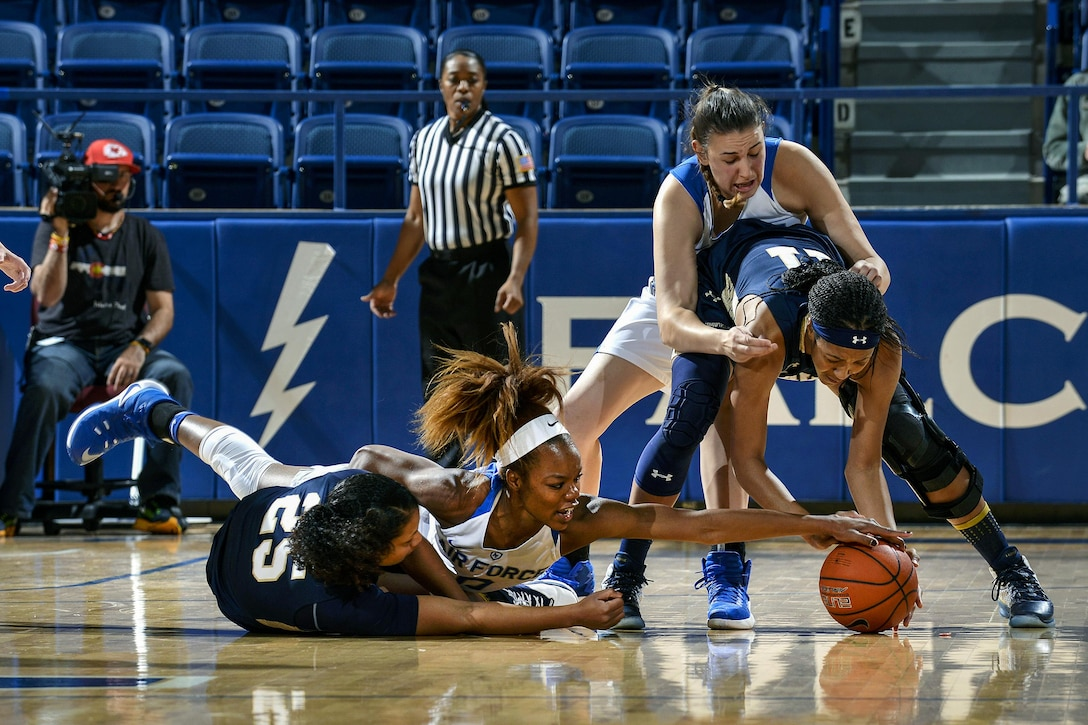 Dee Bennett, a junior, battles for the ball as Air Force hosted Navy at the U.S. Air Force Academy in Colorado Springs, Colo., Nov. 29, 2016. The Midshipmen defeated the Falcons, 64-46. (Air Force photo/Jason Gutierrez)