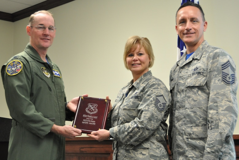 Master Sgt. Pamela Lilly receives a quarterly award for the 2nd quarter from Col. Roger Suro, 340th FTG commander (L) and group superintendent, Chief Master Sgt. Jimmie Morris during the Group's MUTA held Dec. 1-2 at Joint Base San Antonio-Randolph, Texas (Photo by Janis El Shabazz).