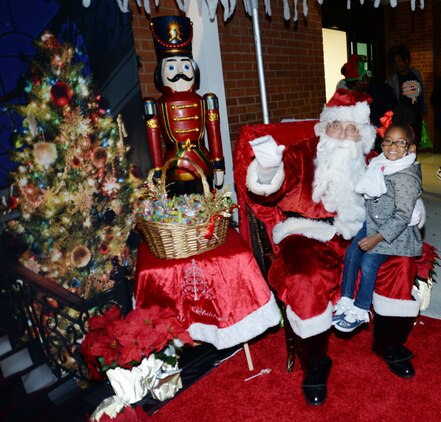 Santa Claus poses with a young child at Marine Corps Logistics Base Albany's Christmas Tree Lighting Ceremony, Dec. 9.