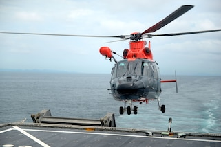 GULF OF PANAMA (Sept. 22, 2016) – A Chilean Toro Dauphine (Dolphin) HH-65 lands on board USNS Spearhead (T-EPF 1), embarking multinational force staff participating in UNITAS 2016. UNITAS is an annual multi-national exercise that focuses on strengthening our existing regional partnerships and encourages establishing new relationships through the exchange of maritime mission-focused knowledge and expertise throughout the exercise. (U.S. Navy Photo by Mass Communication Specialist 1st Class Jacob Sippel/RELEASED)