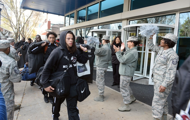A group of Air Force Reservists welcome the North Carolina Central Uniiversty Eagles as they arrive in Atlanta for the Air Force Reserve Celebration Bowl. The Eagles will be lockinig up wth the Grambling Statwe Universtity Tigers for the Historically Black College and Universtiies Natinal Champiionship.The game is set to kickoff at noon on ABC. This is the second year Air Force Reserve will be the title sponsor for the contest. (Air Force photo/Master Sgt. Chance Babin)
