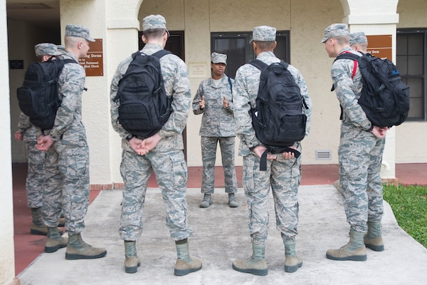 Master Sgt. Kelli Jackson (center), 558th Flying Training Squadron military training leader and superintendent, speaks with basic sensor operator technical training Airmen at Joint Base San Antonio-Randolph Dec. 14, 2016. Jackson wears a blue aiguillette, or rope, on her left shoulder to signify her as an MTL. (U.S. Air Force photo by Airman 1st Class Lauren Parsons/Released)