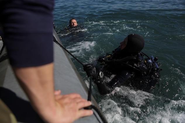 Marines with Company A, 1st Reconnaissance Battalion, 1st Marine Division, surface and prepare to board a rigid-hulled inflatable boat after conducting underwater search operations training, Jan. 28, 2016. The Marines and Sailors will use their dive ability to give the 11th Marine Expeditionary Unit a valuable underwater search tool when it deploys later this year.