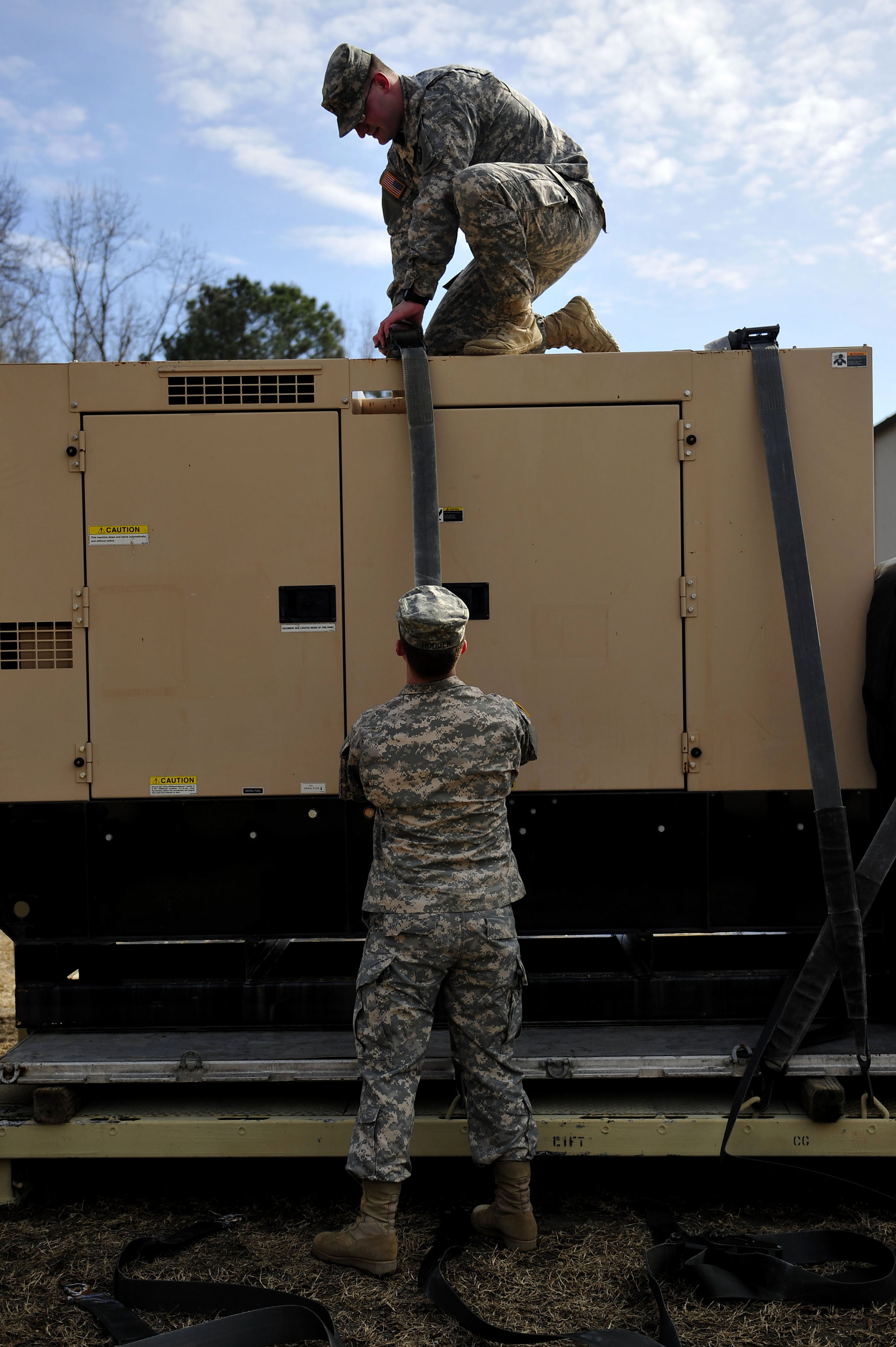 833rd aero squadron - 833rd Trans Bn Soldiers Build Command Post From Ground Up