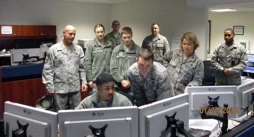 Airmen with 2nd and 19th Space Operations Squadron conduct a mission operations transfer as Col. DeAnna M. Burt, 50th Space Wing commander, and Chief Master Sgt. John Bentivegna, 50 SW command chief, observe Jan. 21, 2016, at the alternate location. Although the two squadrons have always worked side by side in accomplishing the GPS mission at the Master Control Station on Schriever Air Force Base, Colorado, this is the first time the active duty and Reserve units conducted the transfer mission as an equal 50/50 mix of personnel. (Courtesy photo)