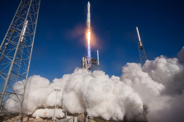 A United Launch Alliance Atlas V rocket carrying the GPS IIF-12 mission lifted off from Space Launch Complex 41 at Cape Canaveral Air Force Station, Fla., Feb. 5, 2016. (Courtesy photo/United Launch Alliance)