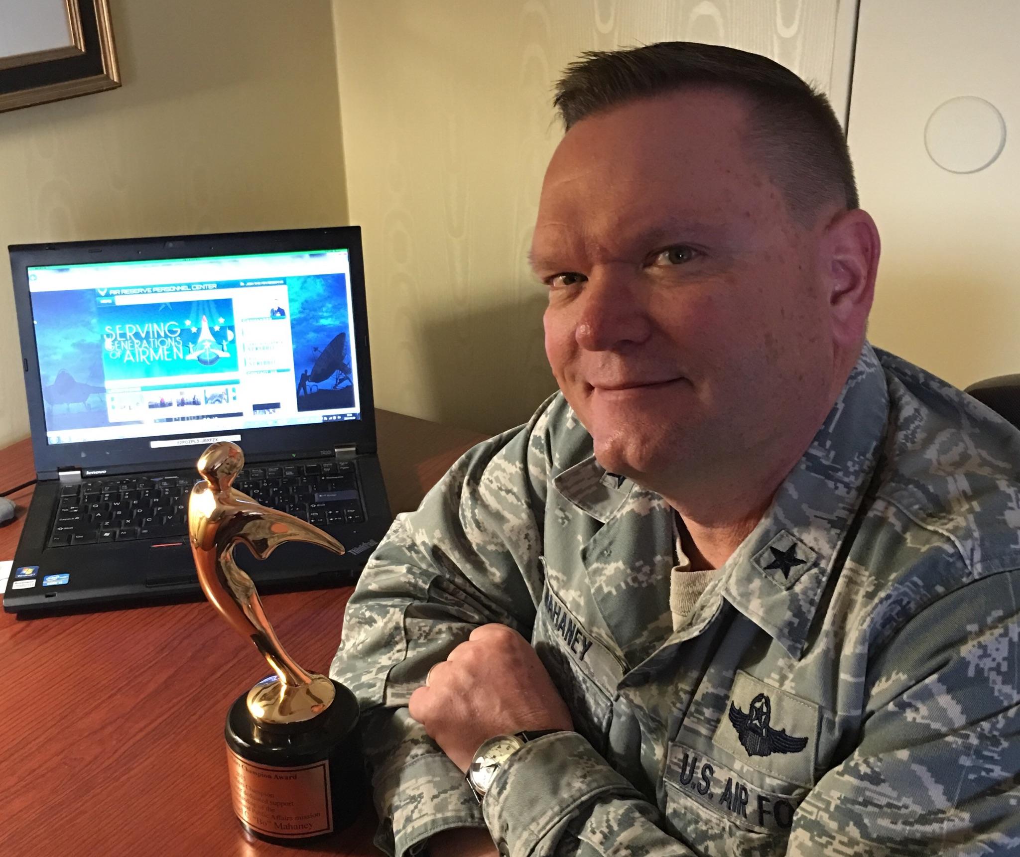 Air Force Reserve Command crowns public affairs champ > Air