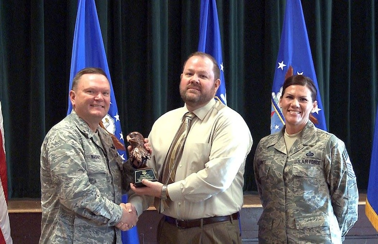 "Brig. Gen. Samuel ""Bo"" Mahaney, Air Reserve Personnel Center commander, and Chief Master Sgt. Ruthe Flores, ARPC command chief, present the Category II, Non-Supervisory Civilian of the Year award to Gary Thurman. Mahaney honored ARPC's 2015 outstanding performers of the year Feb. 16, 2016, at the Heritage Eagle Bend Country Club in Aurora, Colo. (U.S. Air Force photo/Quinn Jacobson)"
