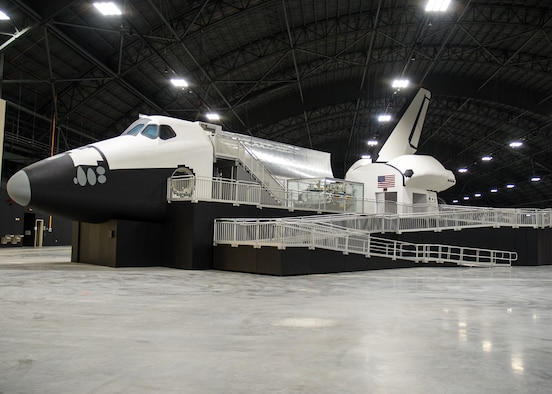picture of the first u.s space shuttle - photo #44
