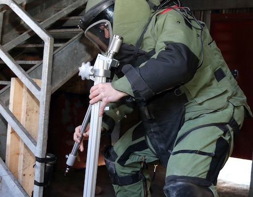 New York Guard ordnance experts train local police in