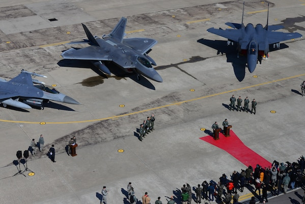 A U.S. Air Force F-22 Raptor from Kadena Air Base, Japan, is flanked by an F-16 Fighting Falcon and a South Korean air force F-15K Slam Eagle at Osan Air Base, South Korea, Feb. 17, 2016. The Raptor was part of a flyover formation of 12 aircraft demonstrating the strength of the U.S.-South Korea alliance in response to recent provocative actions by North Korea. (U.S. Air Force photo/Staff Sgt. Amber Grimm)