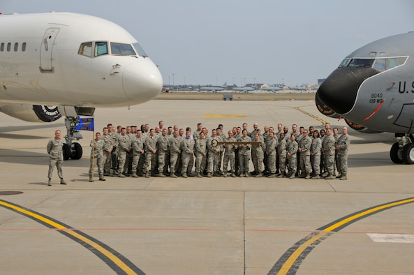 204th Intelligence Squadron Official Group Photo. (U.S. Air National Guard photo by Senior Airman Kellyann Novak/Released)