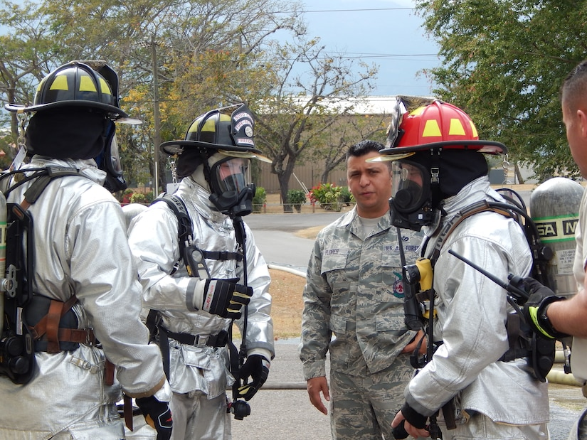 SOTO CANO AIR BASE, Honduras – U.S. Air Force Sgt. Joseph Flores (center), 612th Air Base Squadron Fire Department, deputy chief of operations, talks to firefighters after they finishing a familiarization and proficiency exercise using burn house and live structural fires, Feb. 18, 2016, at Soto Cano Air Base, Honduras. Sgt. Flores emphasized on the importance of carrying out these exercises regularly, to face emergency situations. (U.S. Army photo by Spc. Audie Colón)