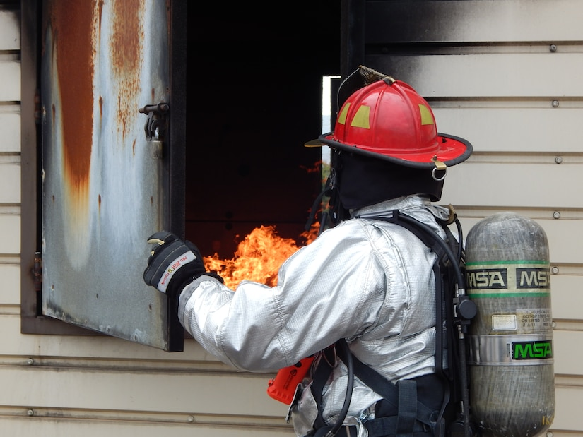 SOTO CANO AIR BASE, Honduras – A 612th Air Base Squadron firefighter, conducts an assessment of a fire during a familiarization and proficiency exercise, to take the necessary precautions and response actions, Feb. 18, 2016, at Soto Cano Air Base, Honduras. These monthly exercises keep the firefighters current on their skills while improving their readiness and response. (U.S. Army photo by Spc. Audie Colón)