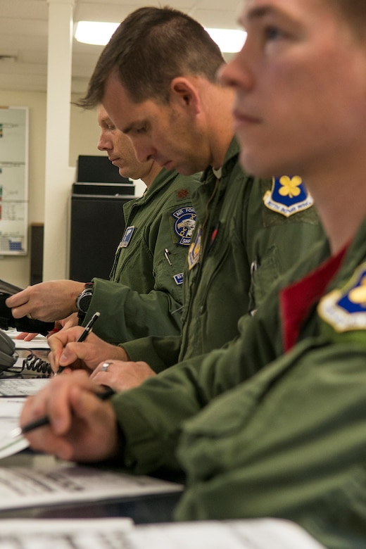 A B-1 Lancer aircrew receive a pre-flight briefing prior to a mission on Feb. 20, 2016, Dyess Air Force Base, Texas. The aircrew consists of three crewmembers assigned to the Air Force Reserve Command's 345th Bomb Squadron and one member assigned to the 7th Bomb Wing's 28th Bomb Squadron. (U.S. Air Force photo by Master Sgt. Greg Steele/Released)