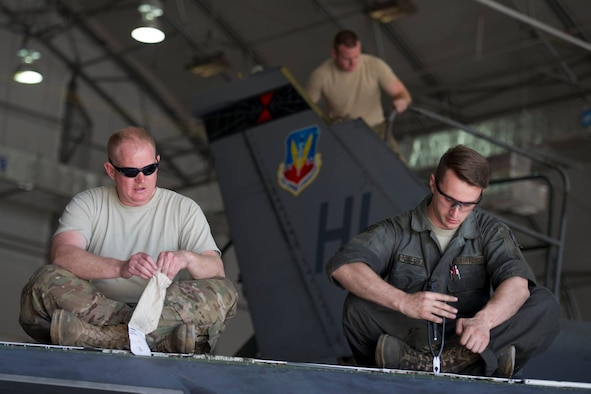 Tech. Sgt. Andrew Harper (left), a deployed reservist from the 419th Fighter Wing, and Senior Airman Joseph Lonneman, from the 388th Fighter Wing, work to remove a leading edge flap on the wing of an F-16 Fighting Falcon assigned to the 421st Expeditionary Fighter Squadron at Bagram Airfield, Afghanistan, Feb. 24. (U.S. Air Force photo/Tech. Sgt. Robert Cloys)
