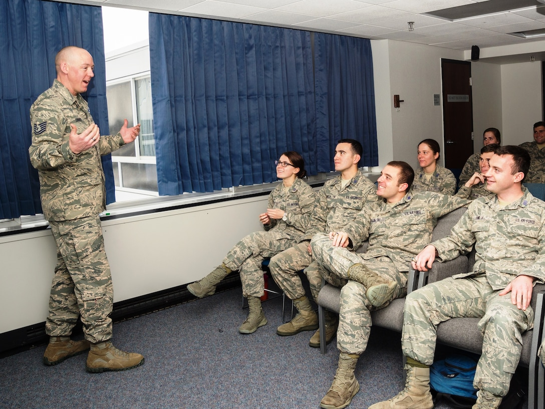 Tech. Sgt. John Sinner, the academy military trainer for Cadet Squadron 24 at the U.S. Air Force Academy, chat with cadets about the Air Force's Enlisted Promotion System Jan. 7, 2016, in Sijan Hall. (U.S. Air Force photo/Liz Copan)