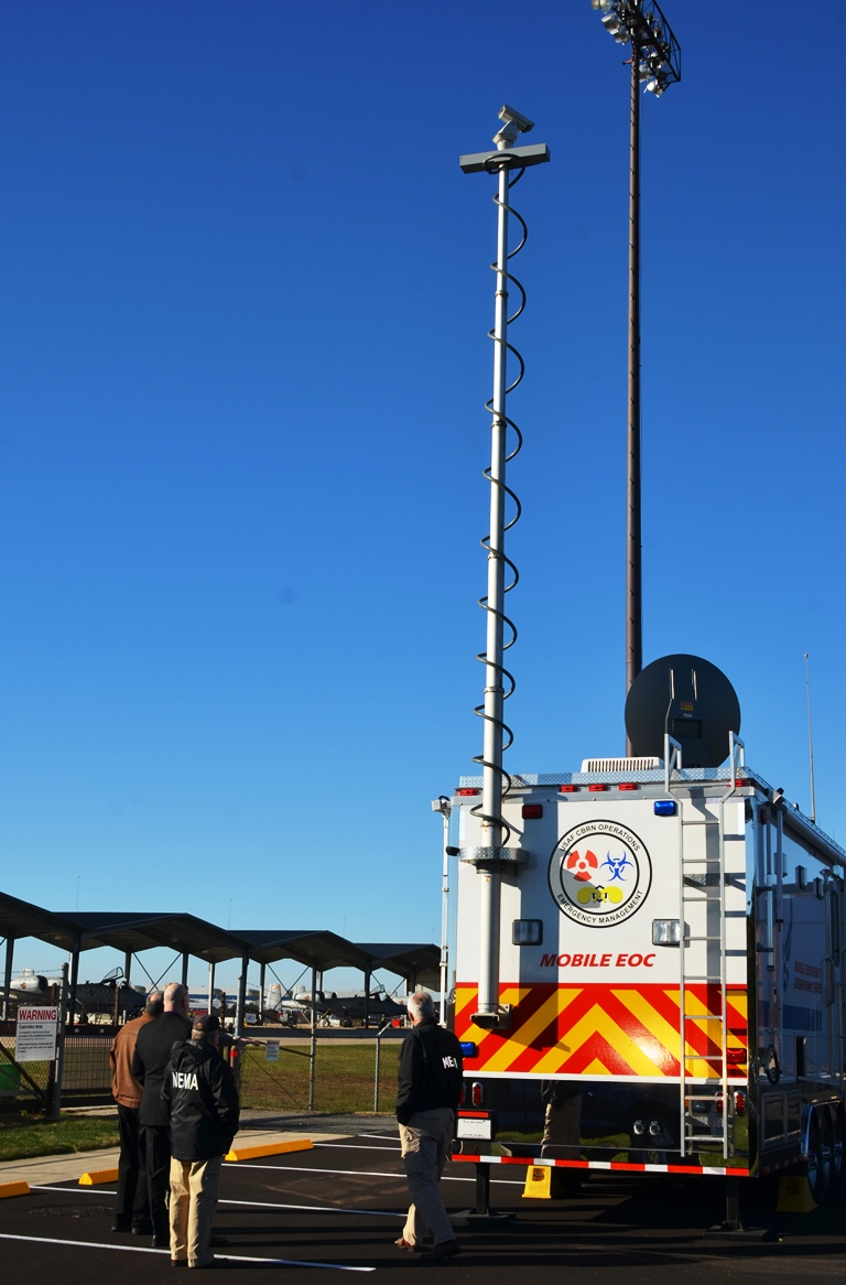 Mobile Emergency Operations Center : Mobile emergency operations center trailer gt th wing