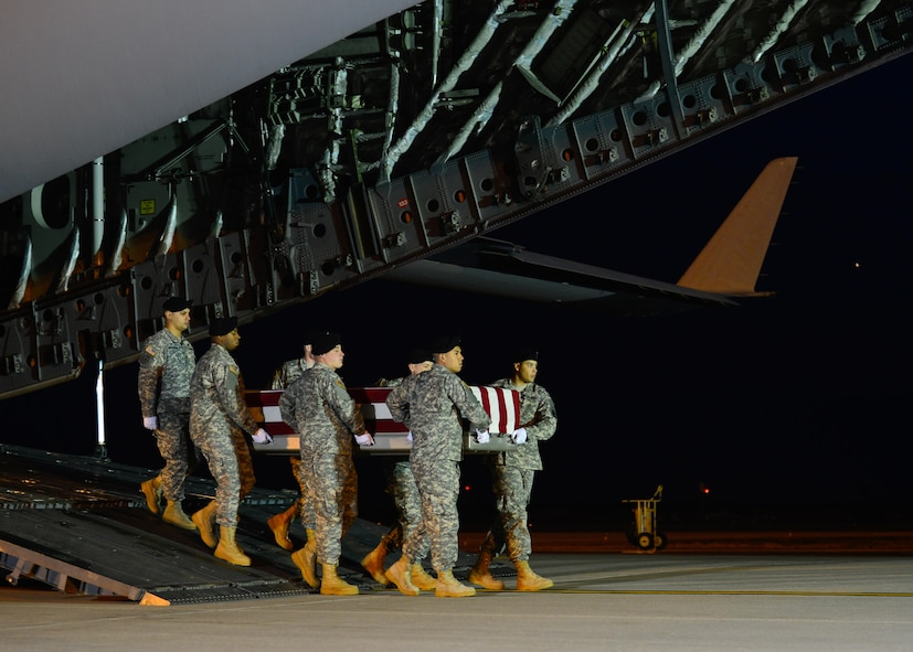 A U.S. Army carry team transfers the remains of Staff Sgt. Matthew Q. McClintock, of Albuquerque, N.M., during a dignified transfer Jan. 8, 2016, at Dover Air Force Base, Del. McClintock was assigned to the 1st Battalion, 19th Special Forces Group, Buckley, Wash. (U.S. Air Force photo/Senior Airman Class William Johnson)