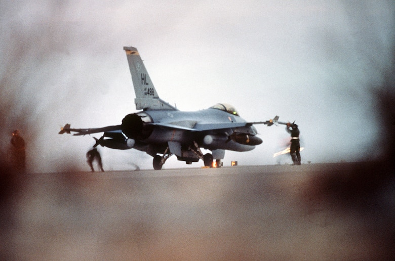 An F-16C Fighting Falcon fighter aircraft from the 388th Tactical Fighter Wing, Hill Air Force Base, Utah, is prepared for a strike against targets in Iraq and Kuwait during Operation Desert Storm. (U.S. Air Force photo)